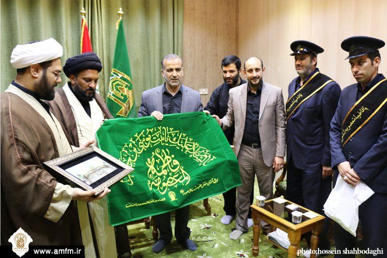 اهدای پرچم متبرک آستان مقدس به تولیت مسجد کوفه توسط سفیران کریمه