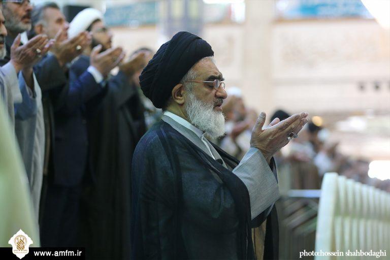 گزارش تصویری: اقامه نماز عید قربان در حرم مطهر کریمه اهل بیت
