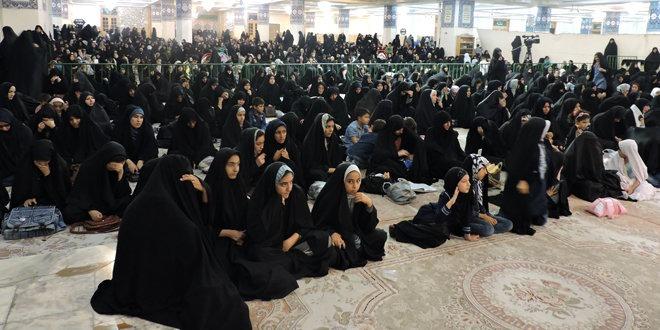 برپایی خیمه عزای حسینی برای نوجوانان دختر در حرم حضرت معصومه(س)
