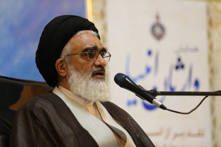 معلمان قرآنی، یاری کنندگان دین خدا هستند