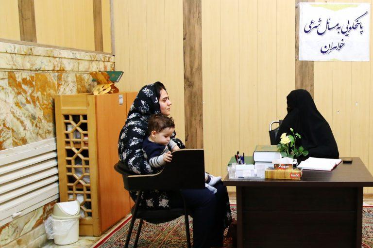 ارائه خدمات مشاورهای به دختران نوجوان در رواق کودک و نوجوان آستان مقدس حضرت معصومه(س)