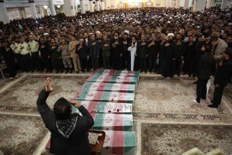 شهدای گمنام در حرم حضرت معصومه(س) تشییع شدند +تصاویر