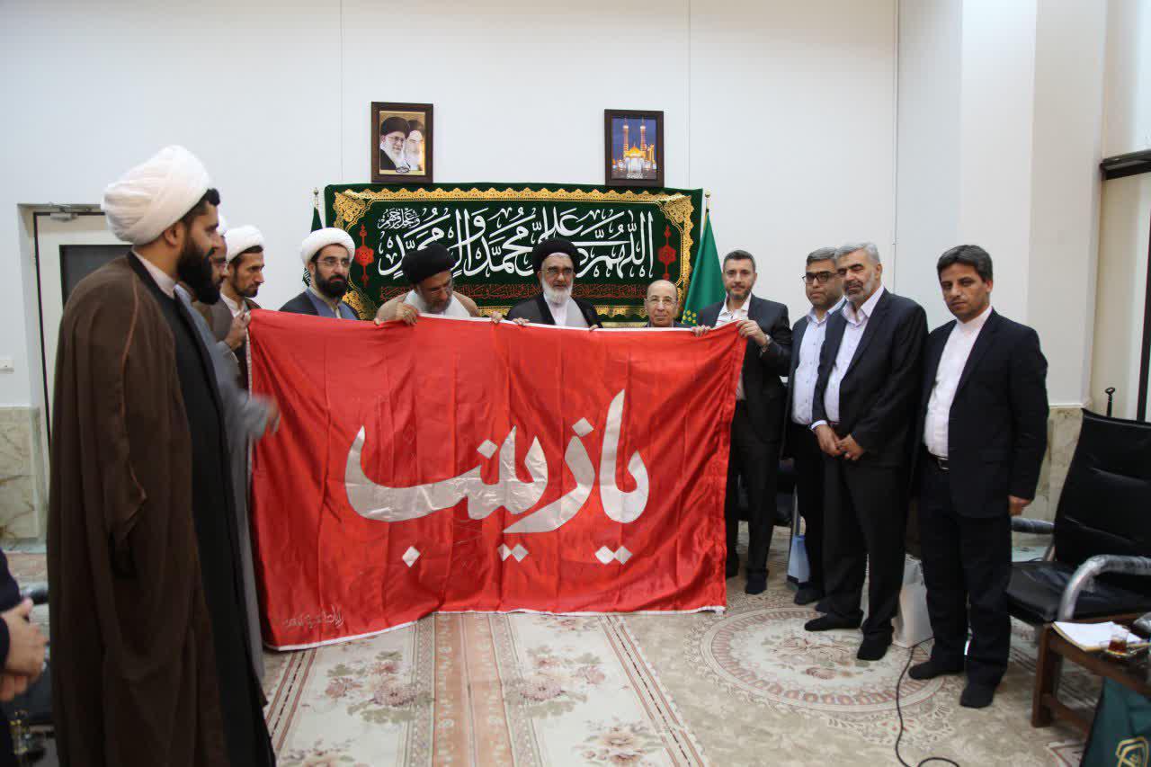 اهداء پرچم حرم حضرت زینب(س) به تولیت حرم کریمه اهلبیت(س)