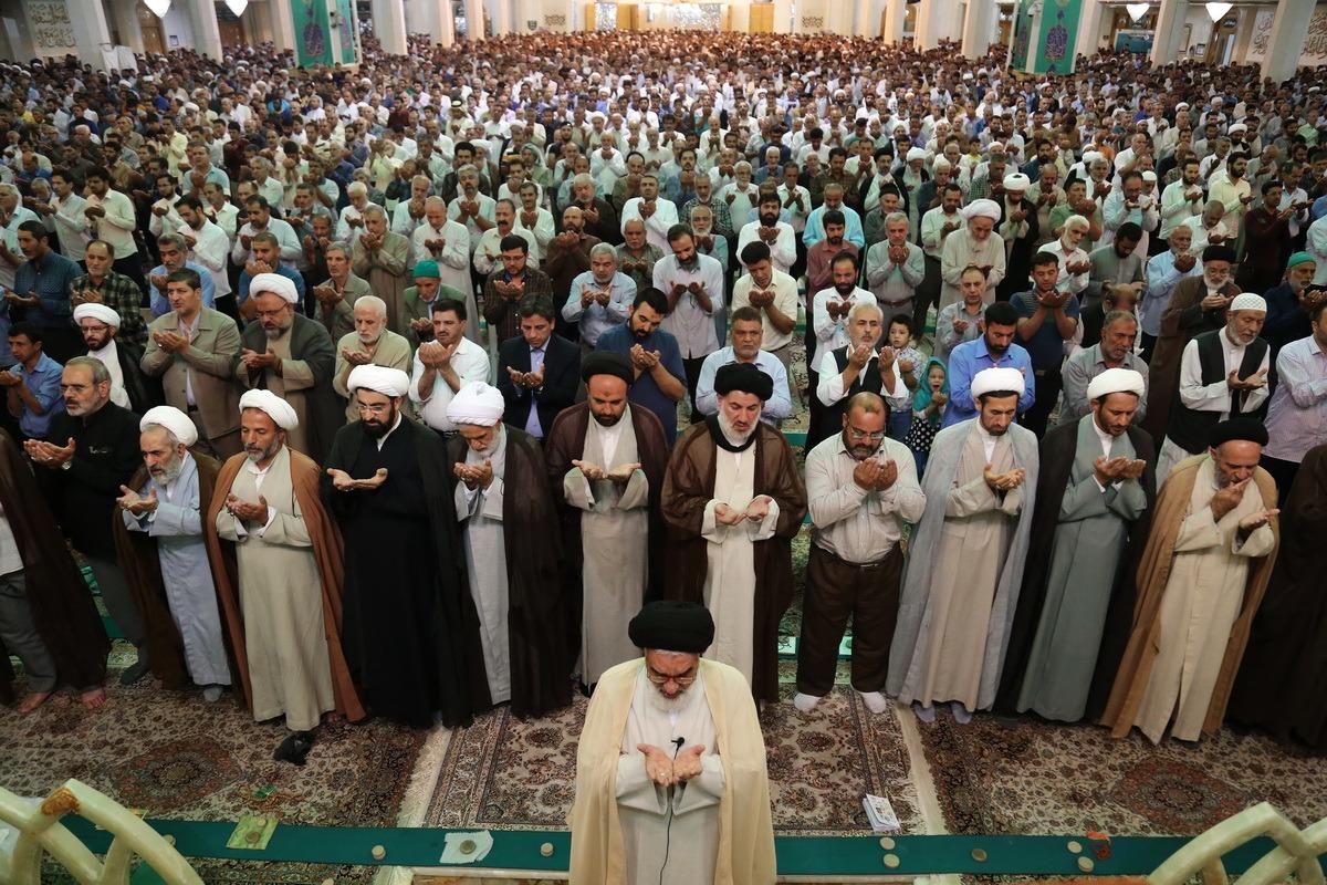 برپایی نماز عید قربان در حرم بانوی کرامت از نگاه دوربین