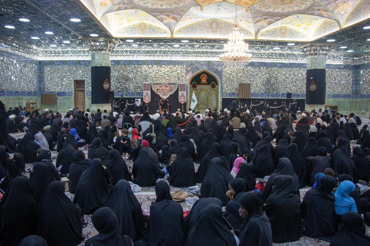 عزاداری عرب زبانان در شبستان حضرت زهرا(س) حرم مطهر