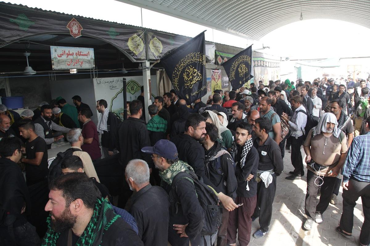 پذیرایی از زائران اربعین حسینی در ایستگاههای صلواتی عمود ۱۰۸۰