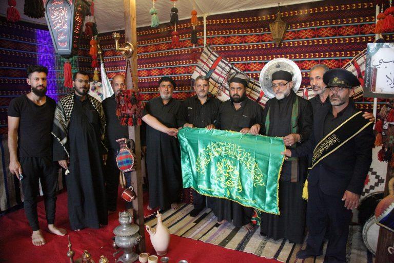 خادمان موکب بانوی کرامت رسم همسایگی با موکبهای عراقی را بهجا آوردند +تصاویر
