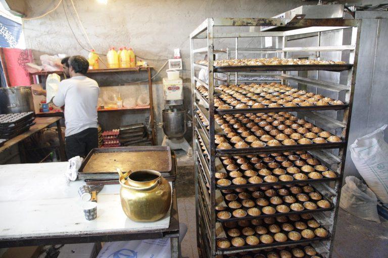 پخت ۶۳ هزار و ۵۰۰ کیک در عمود ۱۰۸۰/ توزیع بیش از ۵۶ هزار قرص نان میان زائران
