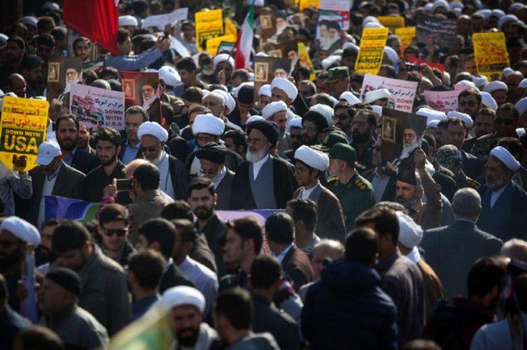 راهپیمایی باشکوه ۱۳ آبان در حرم حضرت معصومه(س) برگزار شد +تصاویر