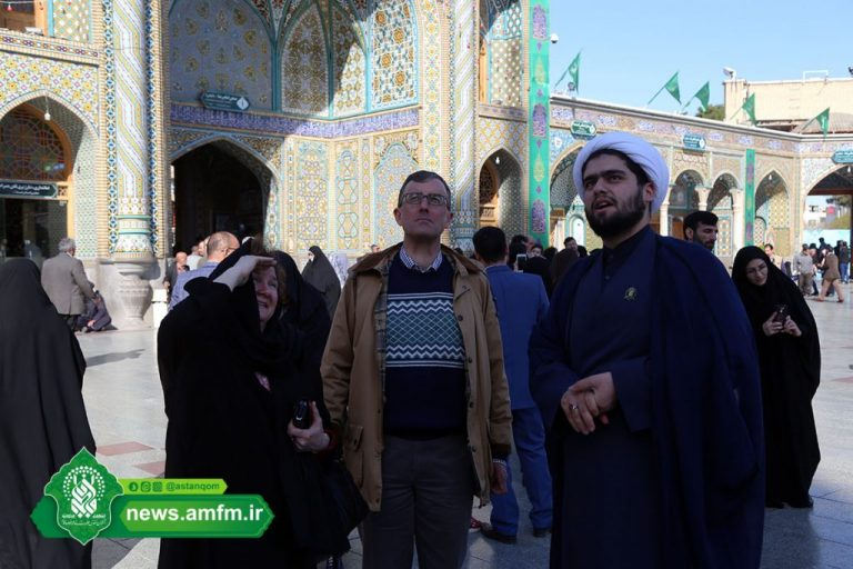 The ambassador of Australia in the Holy Shrine of Lady Fatima